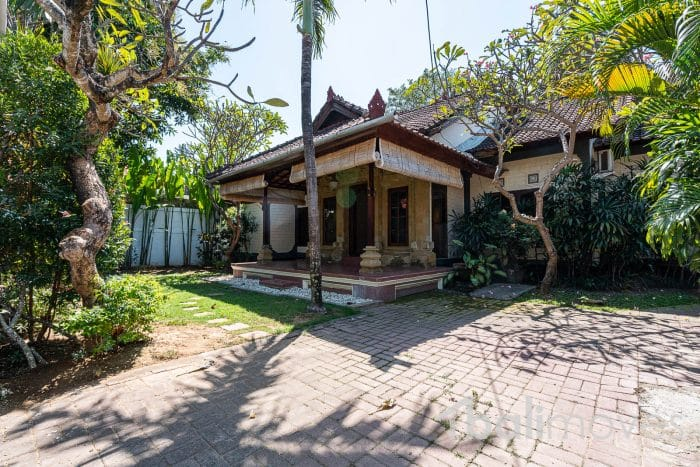 Rumah Bali Semi Modern