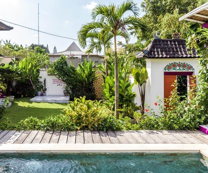Rumah Bali Semi Modern dengan Kolam