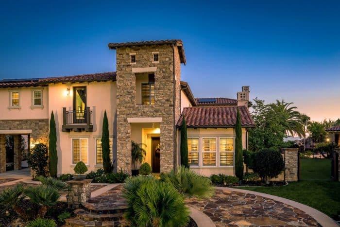 Rumah Desain Batu Hias