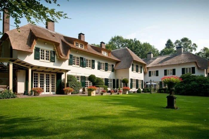 Rumah 'Farm' dengan Halaman Hijau yang Luas