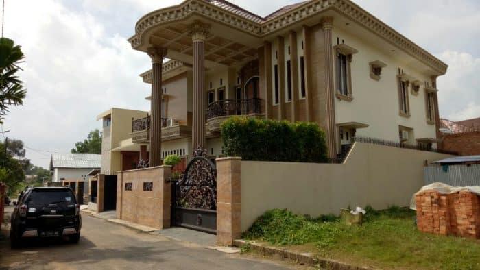 Rumah Mewah Klasik dan Minimalis