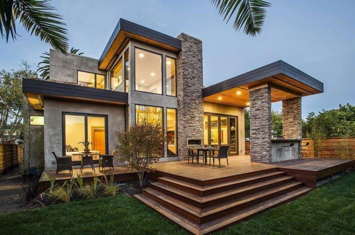 Rumah Mewah dengan Teras yang Menawan