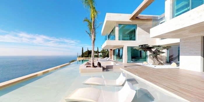 Rumah Mewah di Tepi Laut