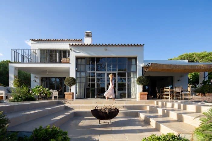 Rumah Modern Klasik Terbuka
