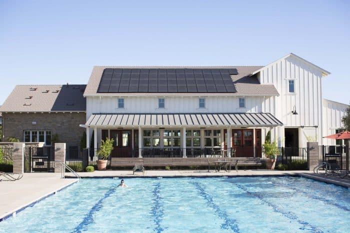 Rumah Modern Panel Surya