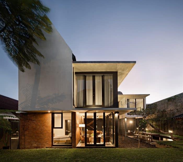 Rumah modern minimalis 2 lantai dengan warna netral