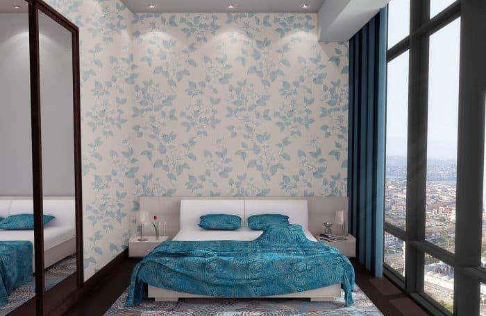 Wallpaper dan Cermin Besar yang Memberi Kesan Luas